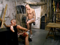 Vidéo gay SM : esclave soumis au service de son maître !